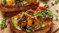 Crostini con zucchine e crema di prosciutto-1