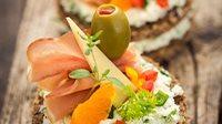 Tartine prosciutto crudo stracchino e olive_16_9